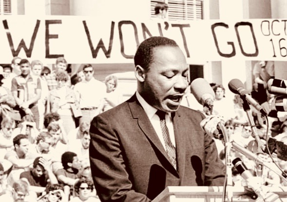 1_martin-luther-king-jr-delivers-a-speech-to-a-crowd-of-approximately-7000-people-on-may-17-1967-at-uc-berkeleys-sproul-plaza-in-berkeley-california-photo-by-michael-ochs-archivesgetty-images 4
