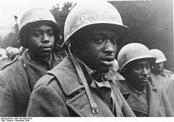 250px-Bundesarchiv_Bild_146-2005-0076,_Ardennenoffensive,_US-Gefangene