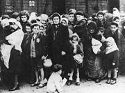 180px-Bundesarchiv_Bild_183-N0827-318,_KZ_Auschwitz,_Ankunft_ungarischer_Juden