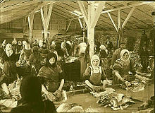 220px-Fiskvinnslukonur-1910-1920-kirkjusandur