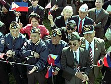 220px-World_War_II_Filipino-American_veterans_White_House_May_2003