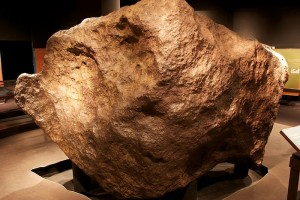 800px-Ahnighito_AMNH,_34_tons_meteorite