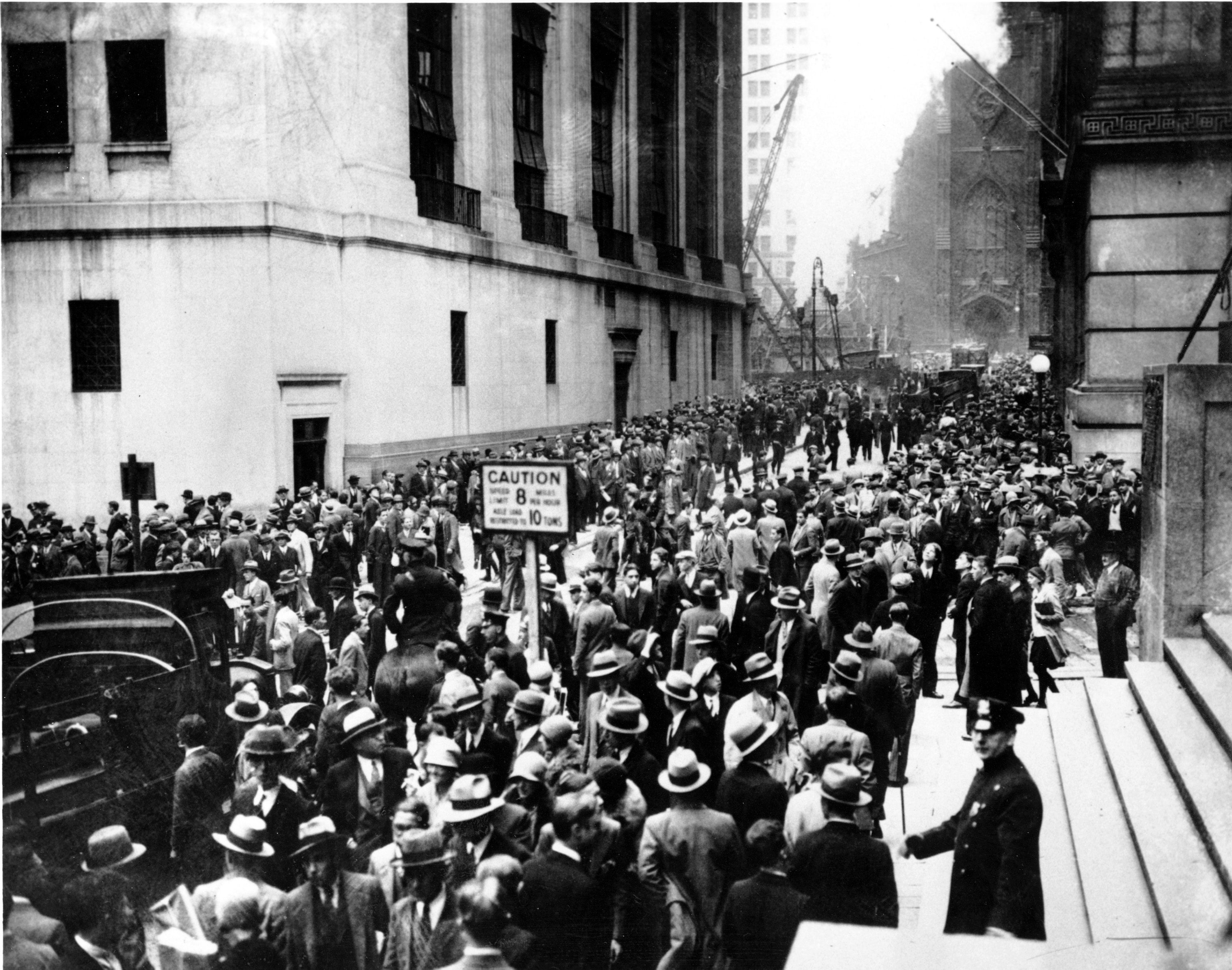 the wall street crash of 1929 Find a summary, definition and facts about the effects and causes of the wall street crash for kids the 1929 wall street crash, the causes and the effects.