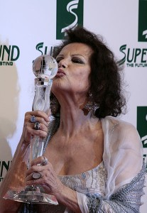 414px-Claudia_Cardinale,_Women's_World_Awards_2009_b