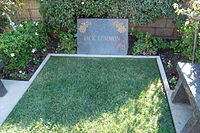200px-Jack_Lemmon_grave_at_Westwood_Village_Memorial_Park_Cemetery_in_Brentwood,_California