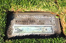 220px-Donna_Reed_grave_at_Westwood_Village_Memorial_Park_Cemetery_in_Brentwood,_California