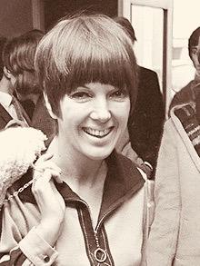 Aankomst Mary Quant (Engelse mode-koningin) op Schiphol .*16 december 1966