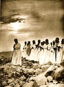 220px-Samaritan_Passover_prayer_1920