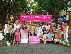 250px-A_gathering_of_Raëlians_in_South_Korea