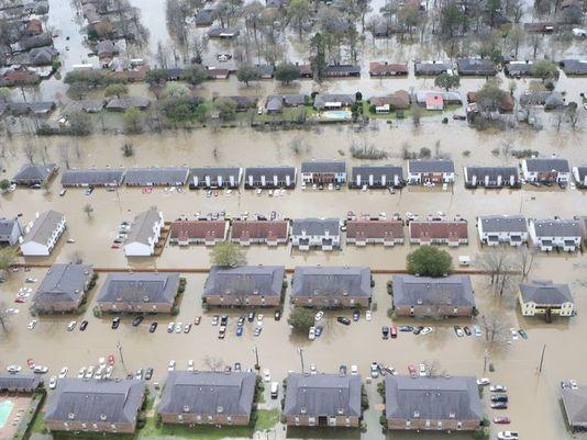 635935674953904201-flood-scene