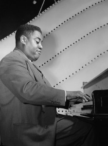 640px-Art_Tatum,_Vogue_Room,_New_York,_N.Y.,_between_1946_and_1948_(William_P._Gottlieb_08321)