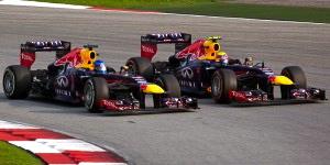 800px-Sebastian_Vettel_overtaking_Mark_Webber_2013_Malaysia_1-300x150
