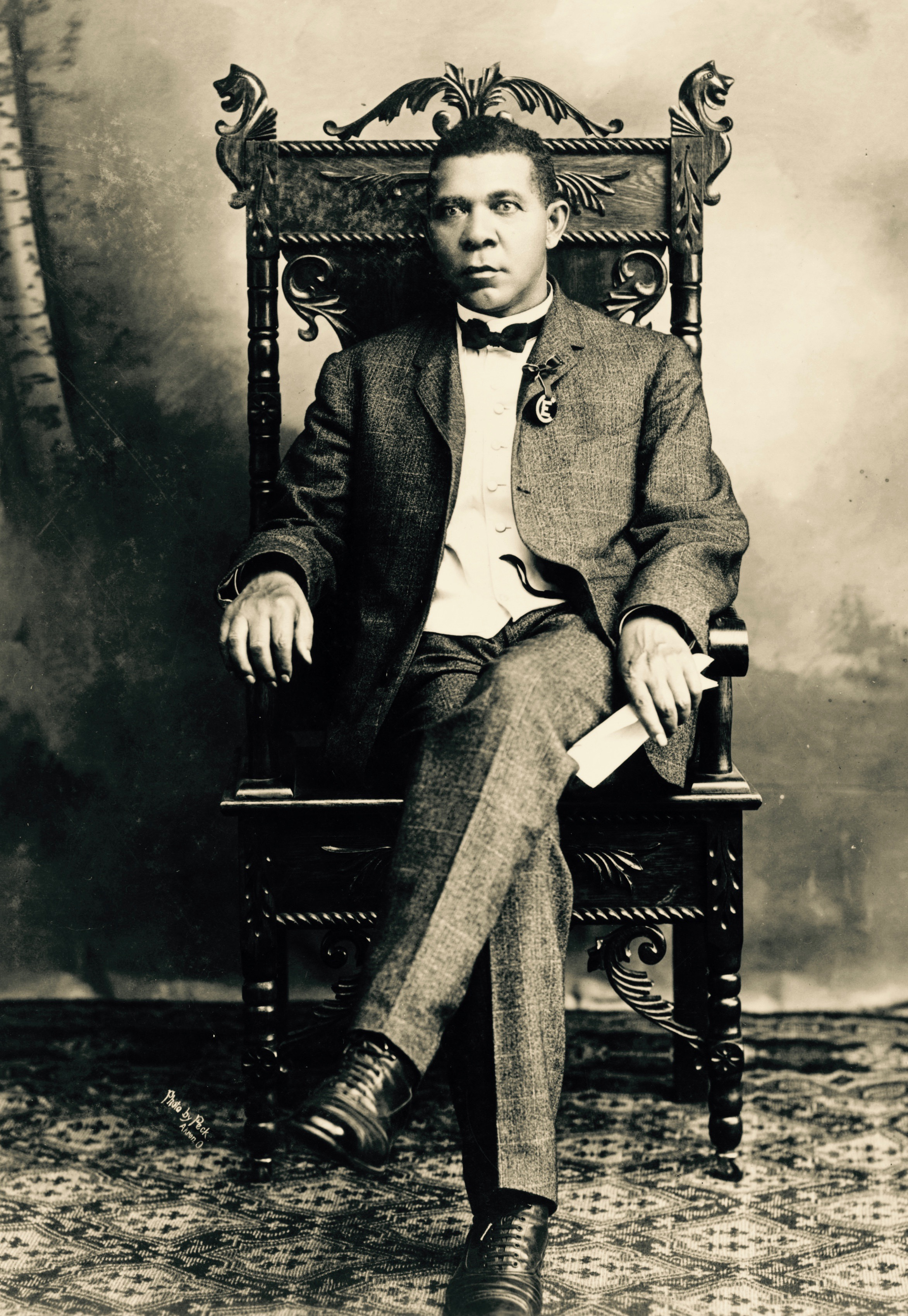 circa 1890: American educationalist, writer and champion of rights for blacks, Booker T Washington (1856 - 1915). (Photo by MPI/Getty Images)