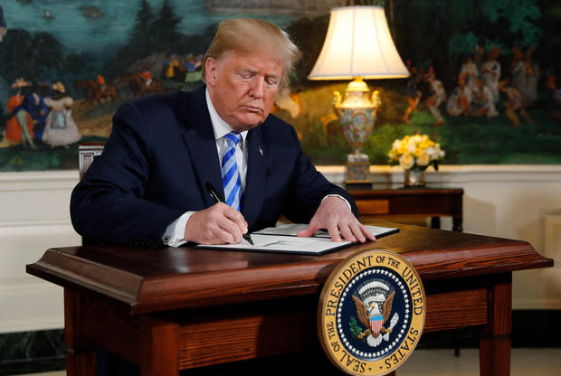 U.S. President Donald Trump signs a proclamation declaring his intention to withdraw from the JCPOA Iran nuclear agreement in the Diplomatic Room at the White House in Washington, U.S., May 8, 2018. REUTERS/Jonathan Ernst - HP1EE581GMAUF
