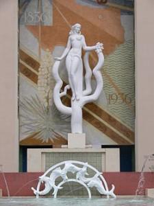 250px-Dallas_Womens_Museum_exterior_sculpture