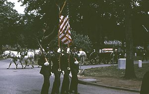 300px-6707-MilitaryFuneralProcession-ArlingtonlCemetery