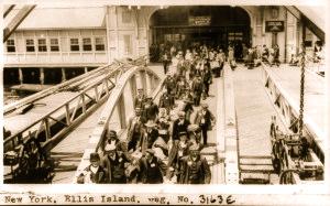 Irish-Immigrants-Ellis-Island-300x187